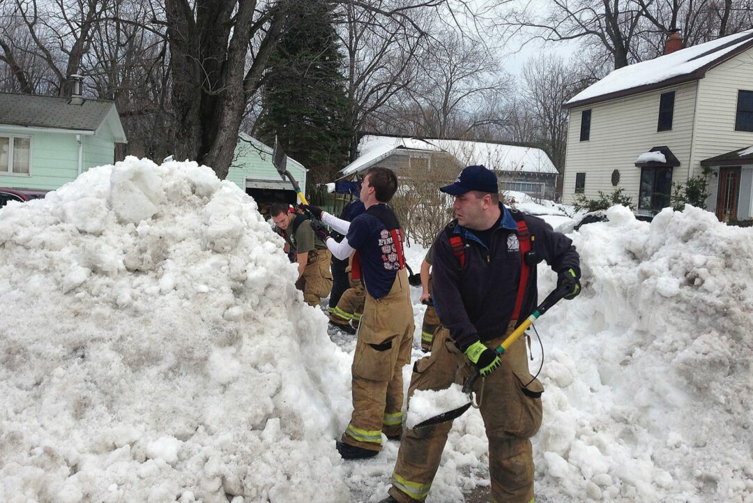 Local crews help dig out Western New York