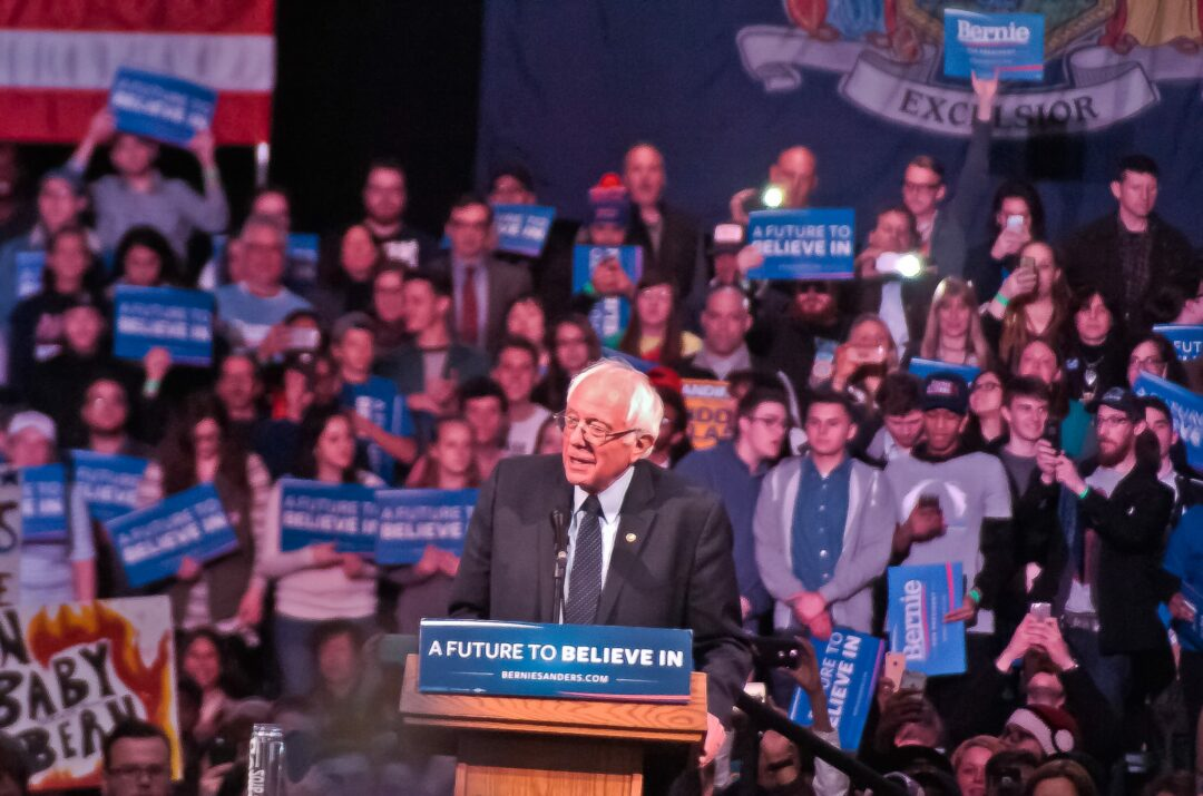 Spotted: Bernie Sanders, John Kasich and Donald Trump arrive in Albany to rally support