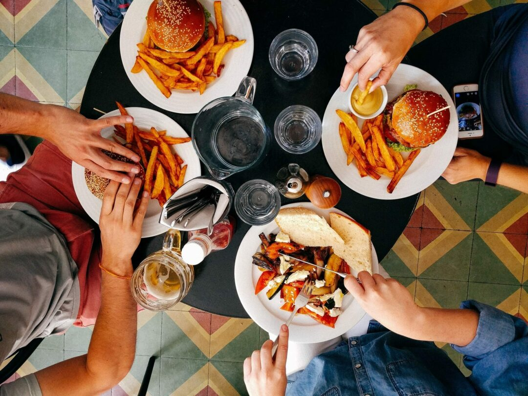 HEALTH and FITNESS: Dieting and dining out