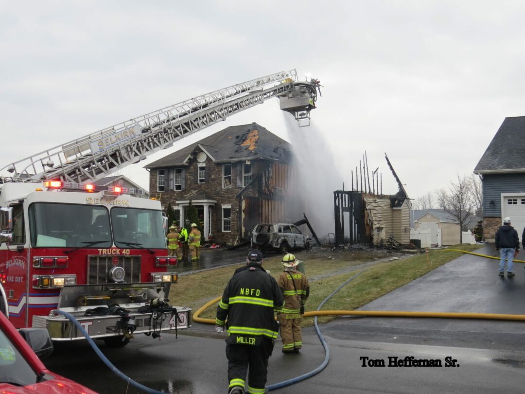 UPDATED: Fire engulfs home in Selkirk