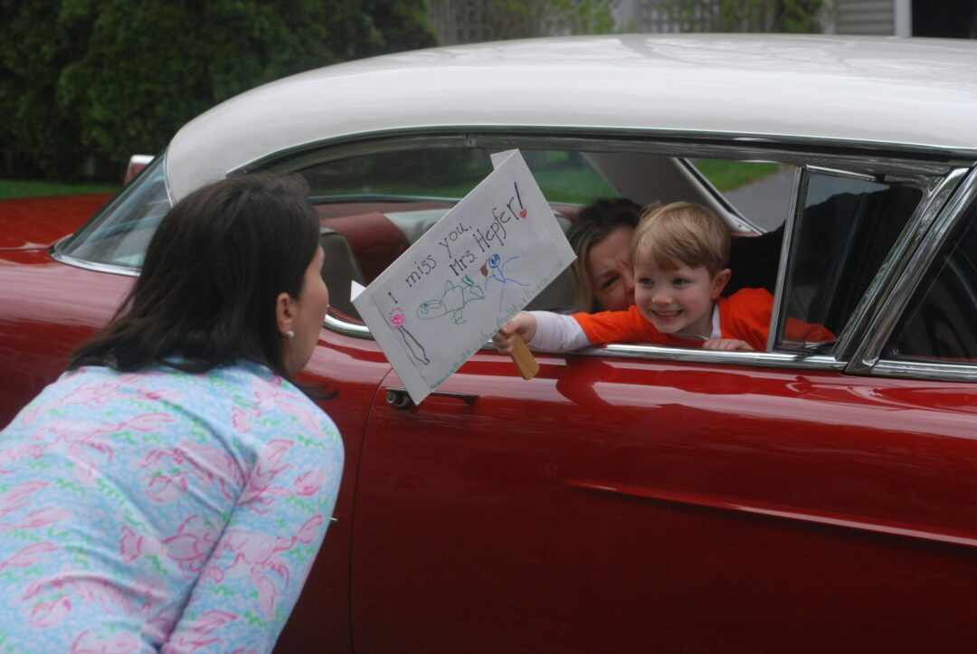 Hamagrael kindergarten students surprise teacher with parade (w/photo gallery)